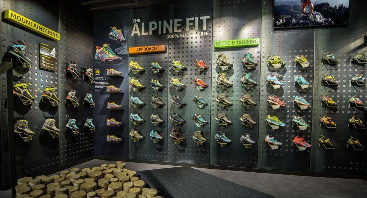 Il brand altoatesino di abbigliamento e materiale tecnico per la montagna  prosegue la propria strategia di sviluppo retail con due nuovi store in  località ... 55314706cef