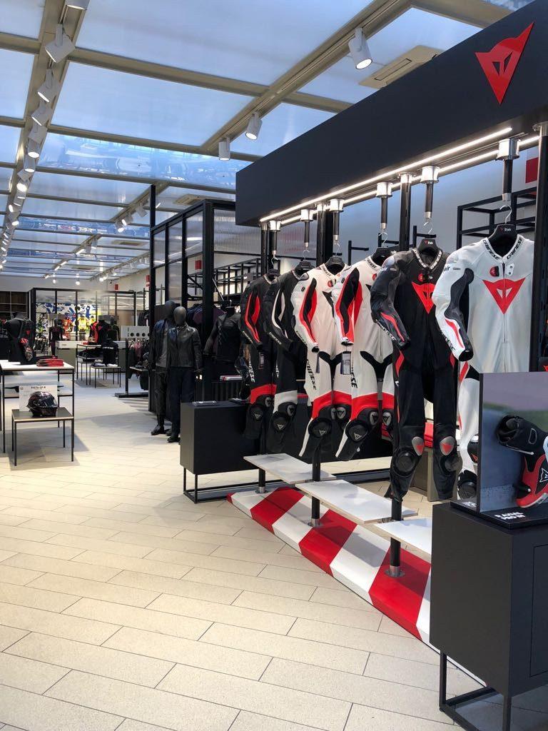 Riapre il flagship Dainese di Milano 7